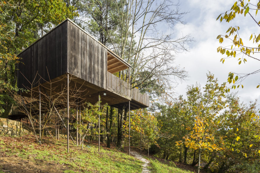 Cabañas sostenibles en el bosque de Outes, A Coruña